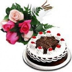 Cake With Pink Rose Bunch
