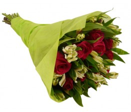 10-Roses or Lilies Bouquet